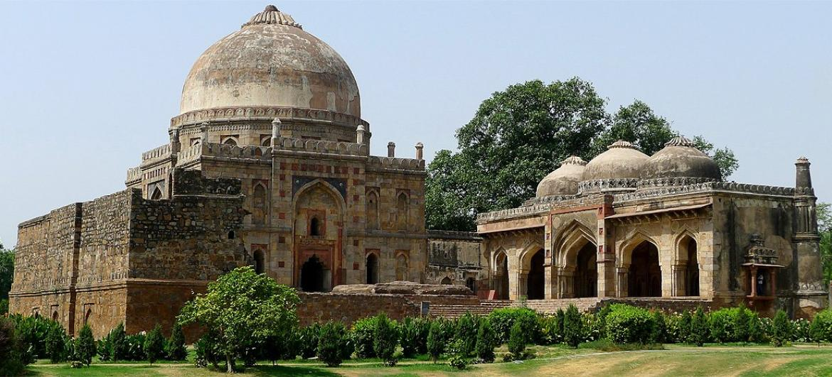 Visit Tombs in Lodhi gardens