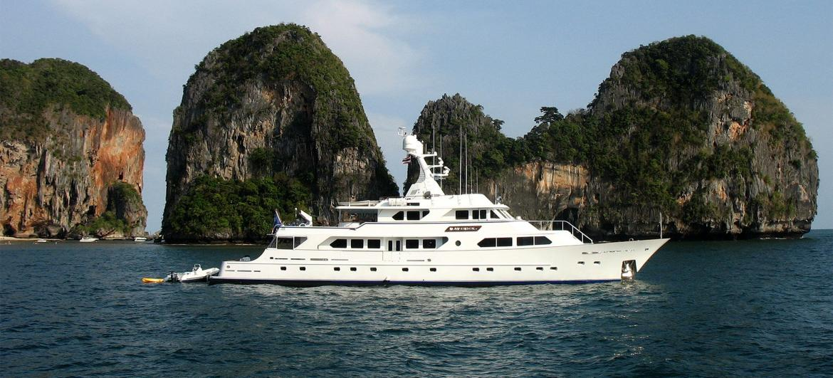 Sailing from Phi Phi to Krabi
