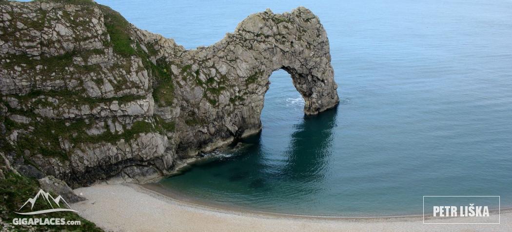 Durdle Door & Durdle Door - Famous rock arch on the Jurassic Coast | Gigaplaces.com