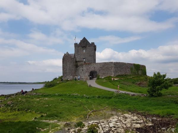 Hrad Dunguaire Castle