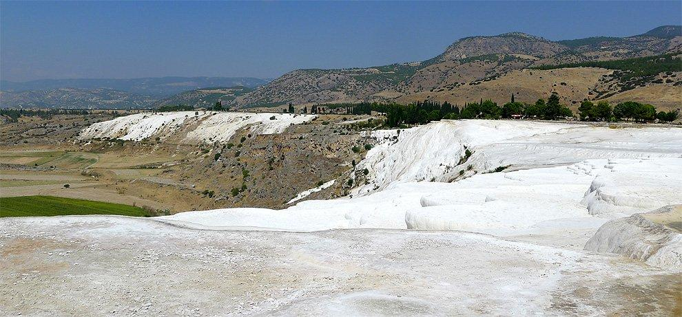The landscape around Pamukkale