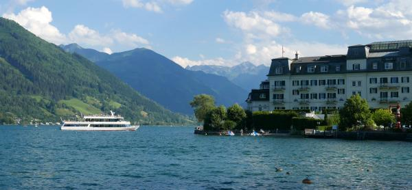 Výhled na Grand Hotel Zell am See