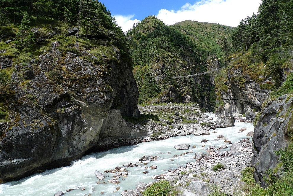 The bridge at the confluence of Dudh and