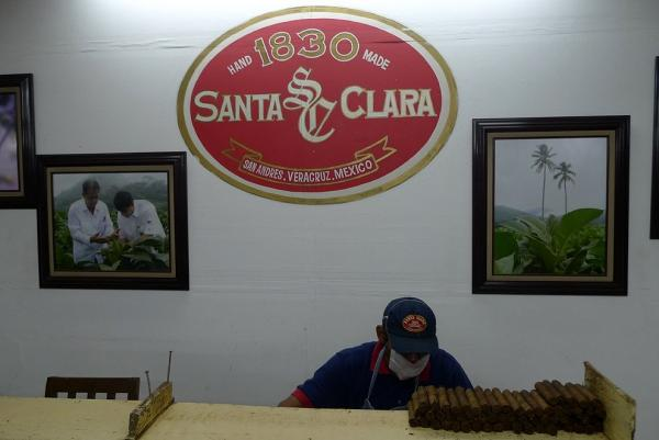 Final rolling of cigars