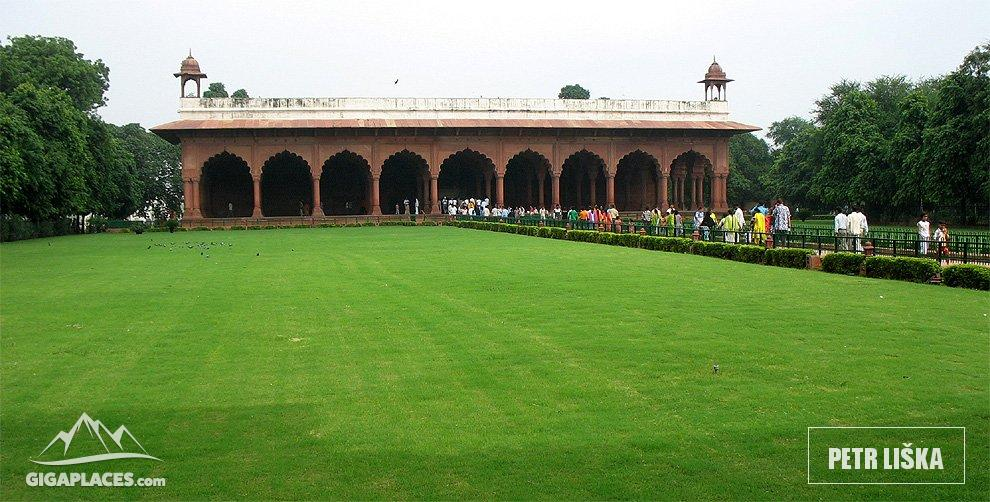 Visit of red fort mughal palace and castles in one for Diwan i aam images
