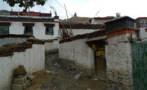 Tibetan village near Bainang